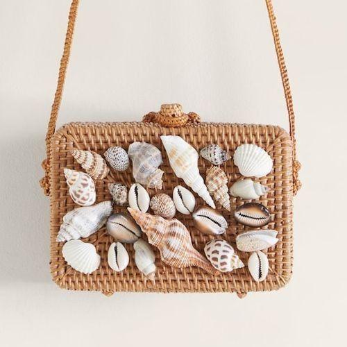 Bolso de bambú con conchas