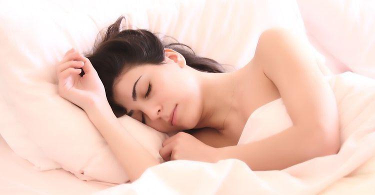 Cómo funciona el método 478 para conciliar el sueño en 60 segundos
