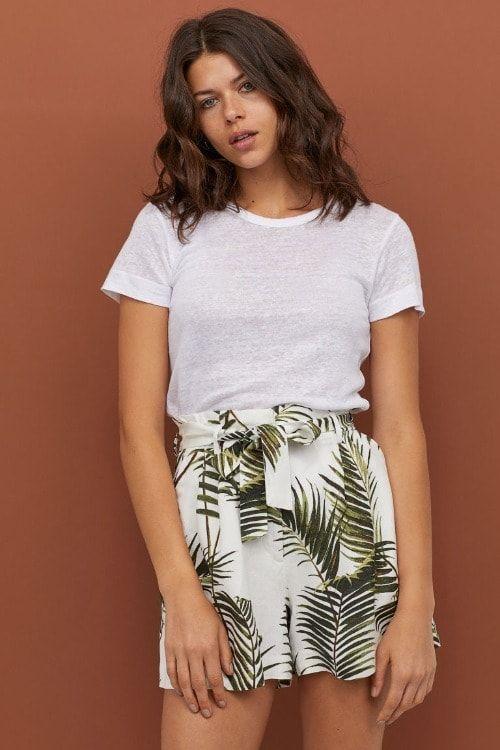 Pantalones cortos con estampado de hojas de palmera