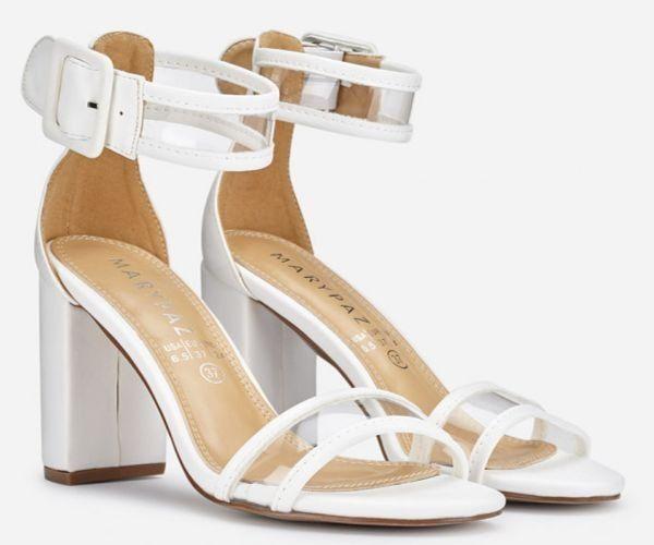 Sandalias de tacón alto con pulsera de vinilo