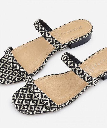 Sandalias planas en blanco y negro