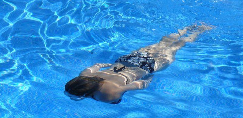 Consejos para evitar los hongos en la piscina en verano