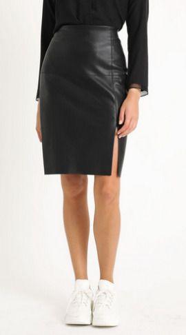 Falda negra de polipiel de Pimkie