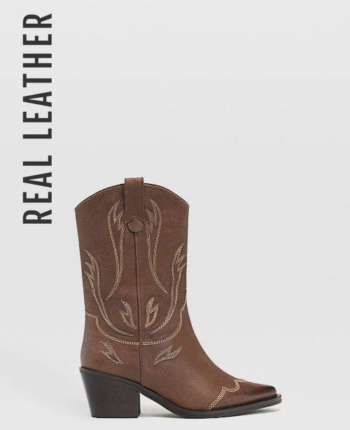 Botas cowboy de piel marrón de Stradivarius