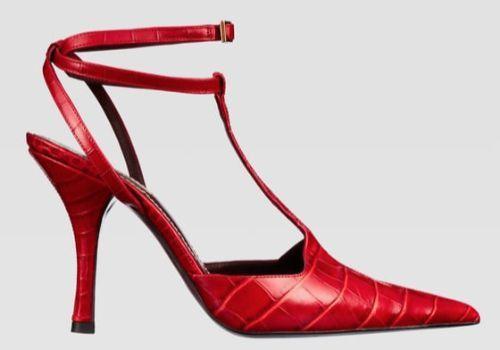 Zapato de piel en rojo con print animal de Zara