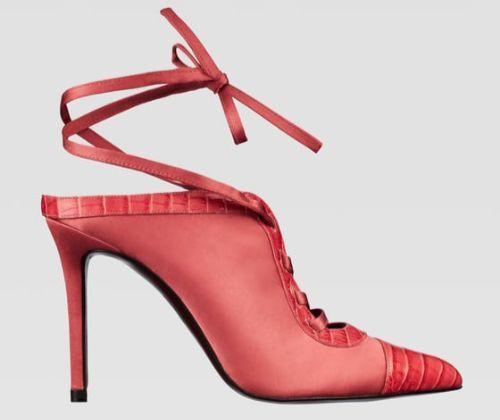 Zapato de tacón rosa con lazada de Zara