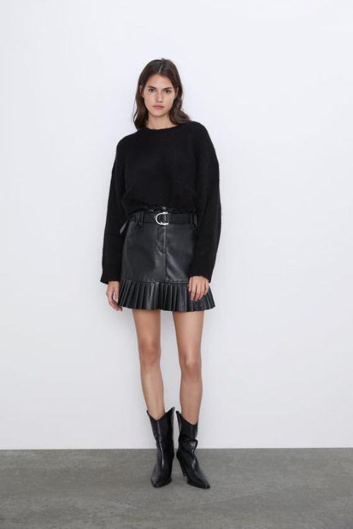Falda mini plisada efecto piel de Zara