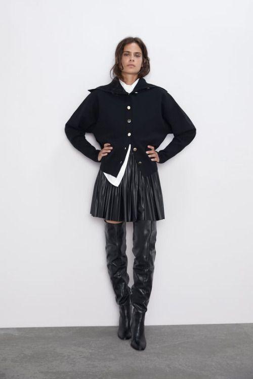 Falda plisada negra con cintura elástica de Zara
