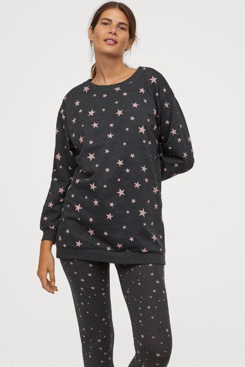 Pijama gris con estampado de estrellas de HM
