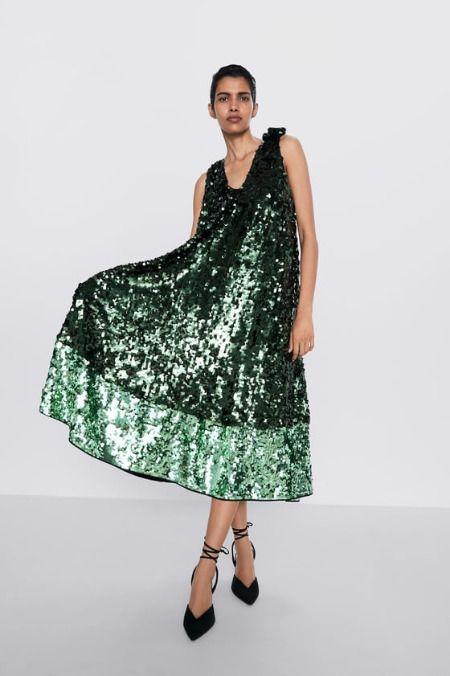 Vestido midi de lentejuelas en color verde de Zara