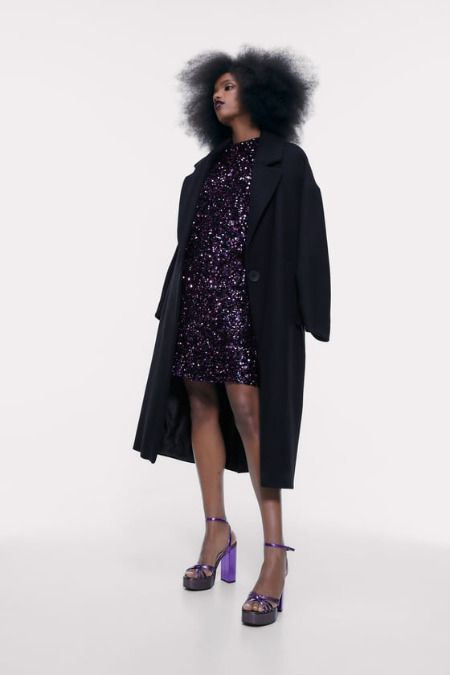 Vestido morado de lentejuelas de Zara