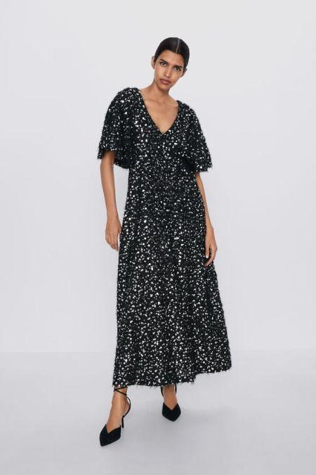 Vestido negro de lentejuelas largo de Zara
