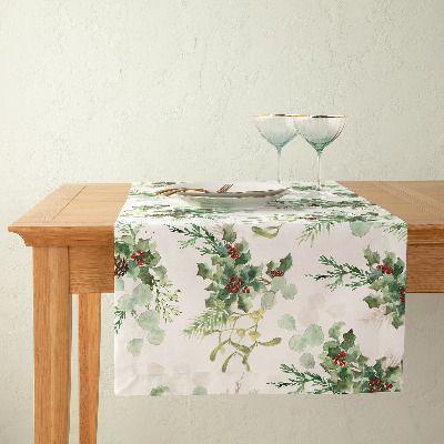 Camino de mesa navideño de frutos rojos y hojas