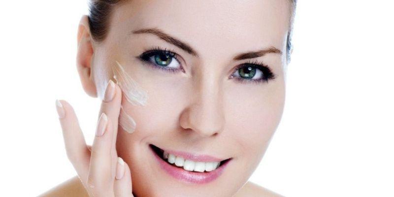 Los 3 nuevos exfoliantes de rostro de Clarins_ piel cuidada y renovada