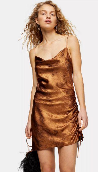 Vestido corto de terciopelo en bronce