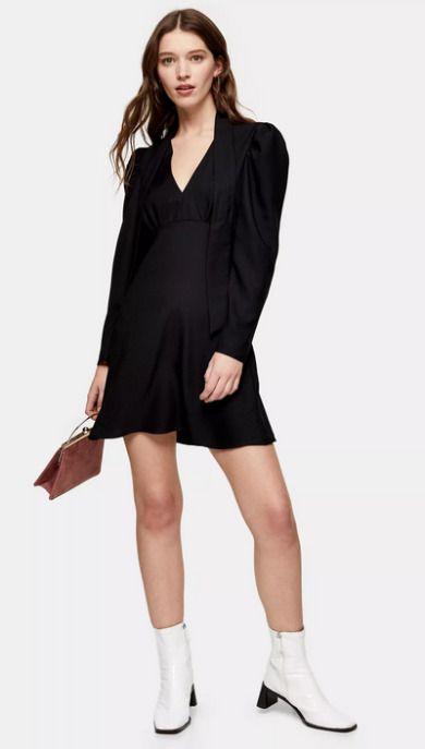 Vestido corto negro con lazo en el cuello