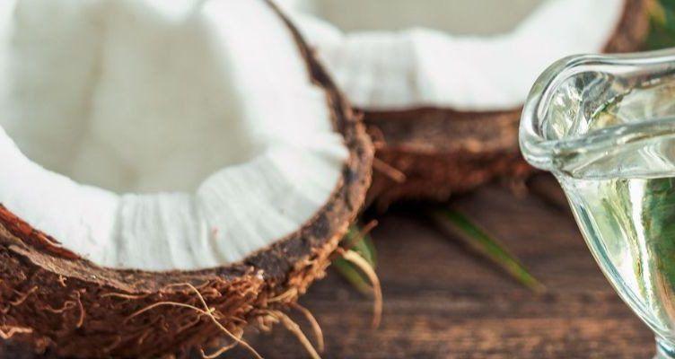 usar aceite de coco en el pelo