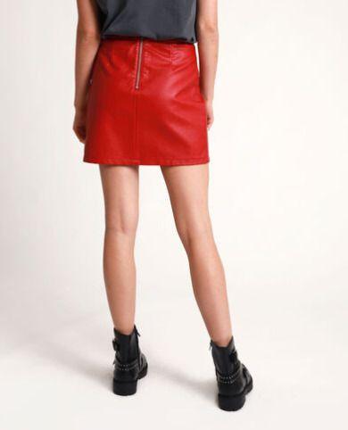 Falda de polipiel roja