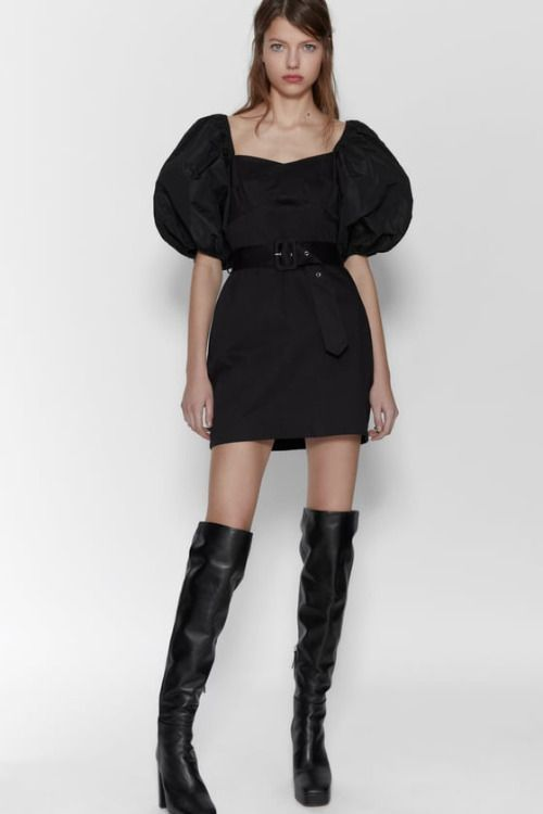 Vestido corto negro con mangas volumen