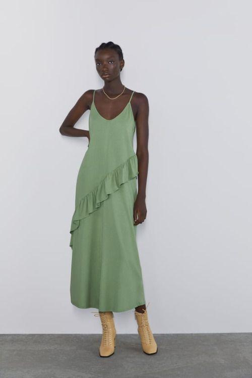 Vestido verde con tirantes finos y volantes