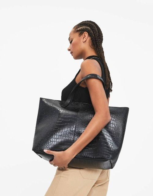 Bolso shopper con efecto piel de cocodrilo de Bershka