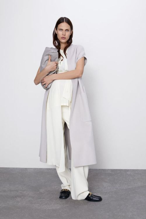 Chaleco largo de lana con cinturón de Zara