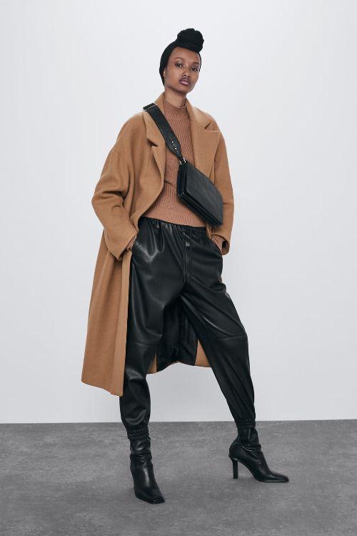 Pantalones estilo jogger con efecto piel de Zara