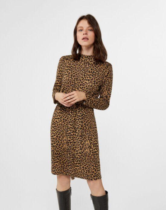 Vestido animal print con cuello vuelto de Cortefiel / 14,99 euros