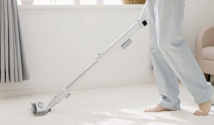 ¿Cómo hacer ejercicio limpiando la casa? 5 ejercicios muy sencillos