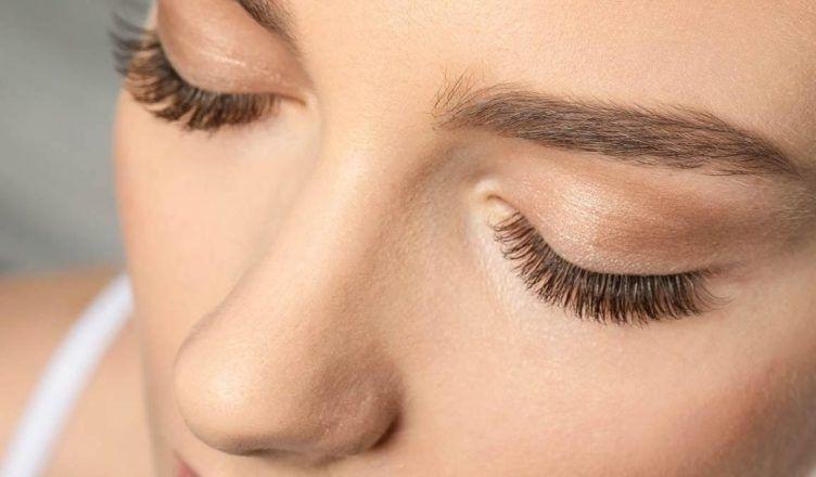 Cómo maquillarse para tener buena cara con 5 productos
