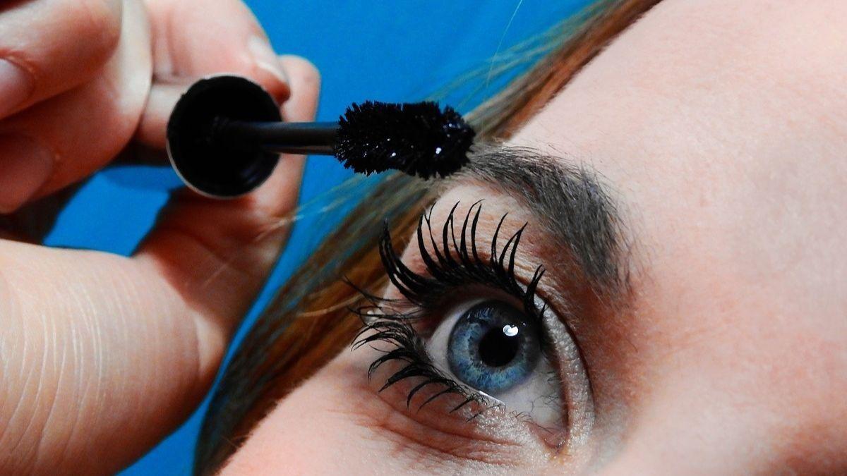 Errores al maquillarse los ojos (y cómo solucionarlos)