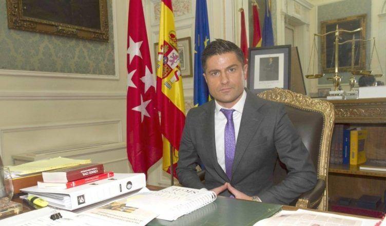 Alfonso Merlos se queda sin trabajo: el Colegio de Abogados de Madrid le rescinde el contrato