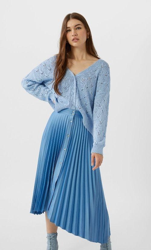 Falda plisada azul de Stradivarius