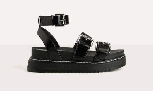 Sandalias negras con pulsera al tobillo de Bershka