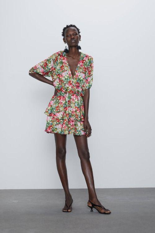 Vestido con estampado floral y mangas abullonadas de Zara