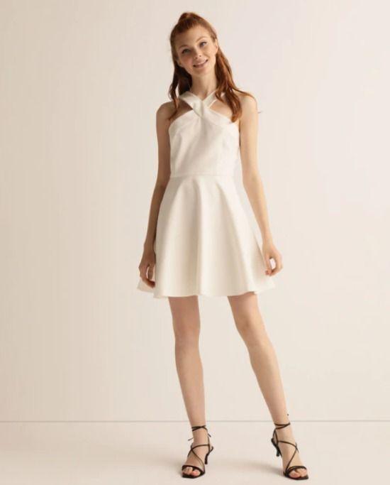 Vestido corto blanco de tirantes cruzados