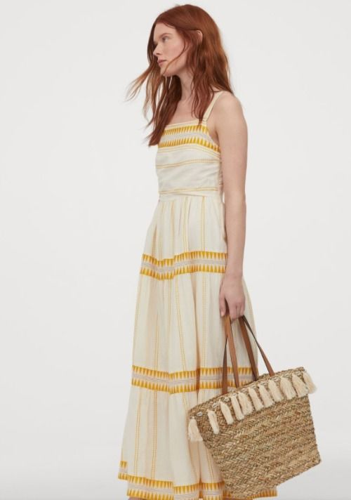 Vestido largo bordado en blanco y amarillo