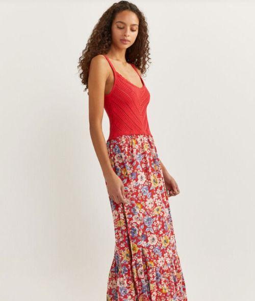 Vestido largo de flores con parte superior de crochet