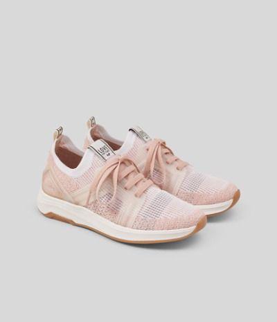 Zapatillas con tejido elástico