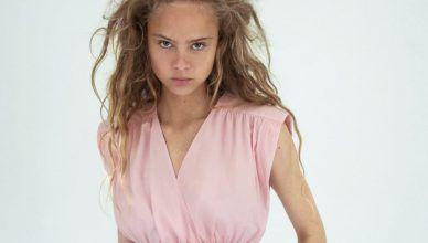 Zara tiene la blusa ideal para un look romántico lleno de estilo