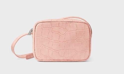 Bolso estilo bandolera en color rosa cuarzo