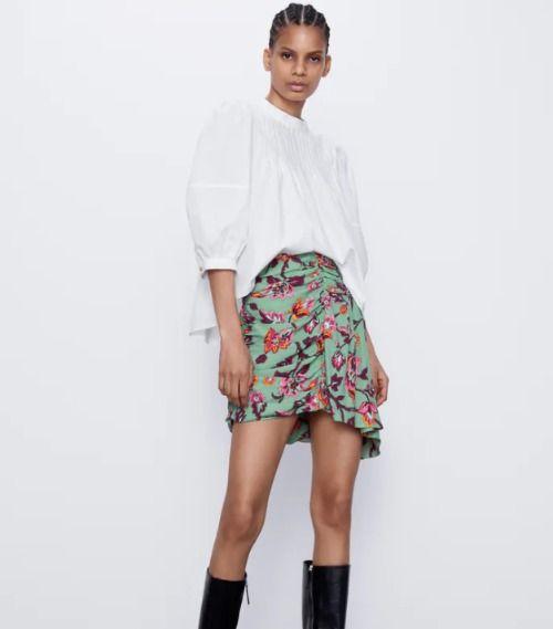 Falda corta drapeada con estampado de flores