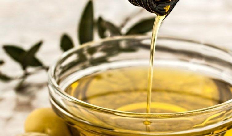 Los 3 beneficios del aceite de oliva para la cara y cómo utilizarlo