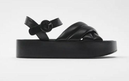 Sandalia plana de piel con plataforma acolchada