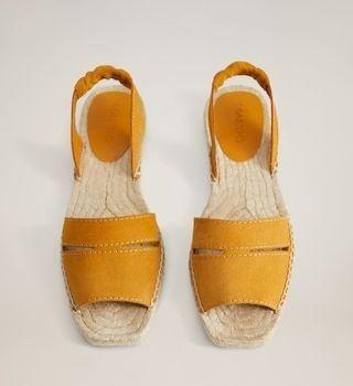 Sandalias de esparto en color mostaza de Mango
