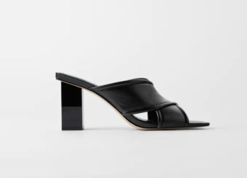 Sandalias de tacón negras con tiras acolchadas
