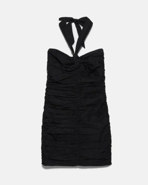 Vestido drapeado negro con lazo en el cuello de Zara