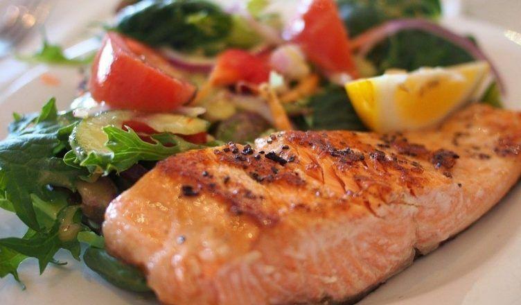 5 alimentos ricos en grasas saludables para cuidar la línea