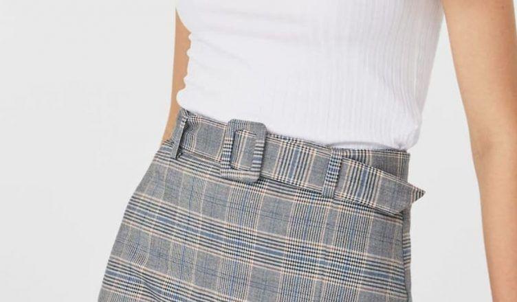 Faldas cortas de cuadros de Stradivarius para un look espectacular