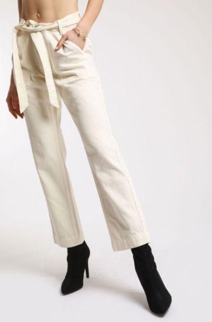 Pantalón recto con bolsillos y cinturón